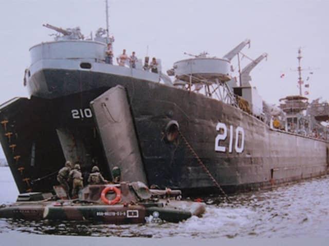 LST-210-image 2018 中正艦 潛水旅遊開團了