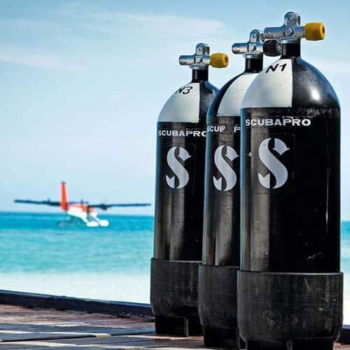 scuba-gear-cylinders 潛水重裝